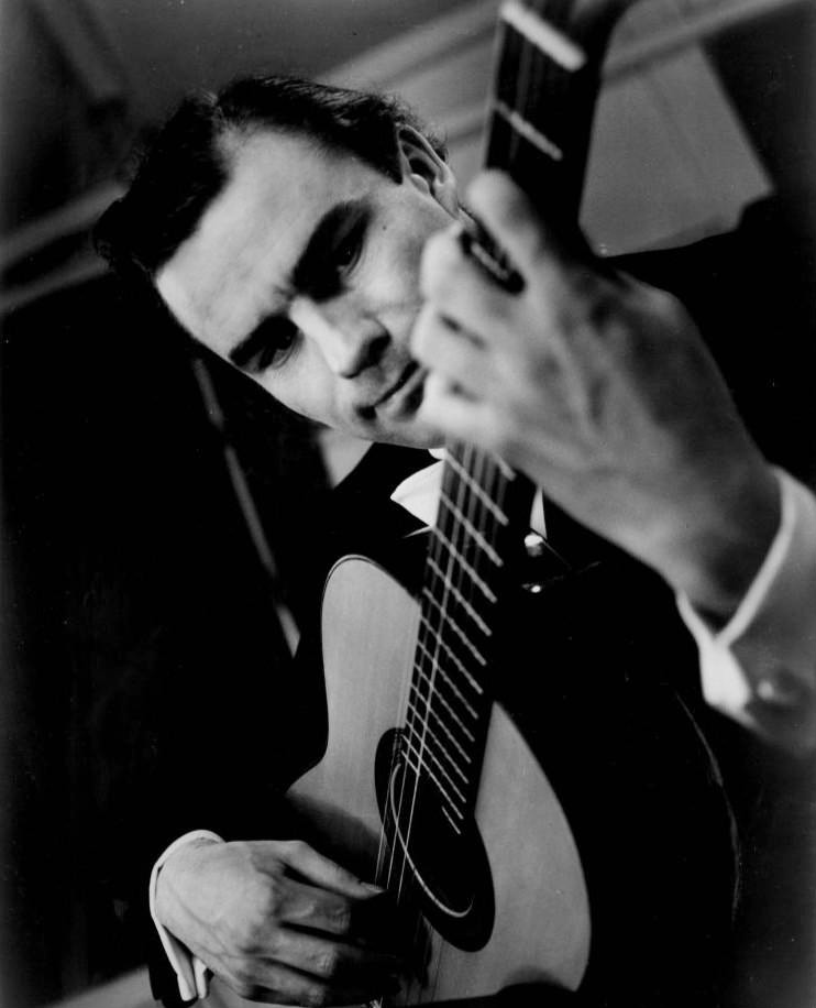 Sunday Matinee 16/08/2020 — Julian Bream Showcase